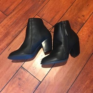 🔴 Black Faux Leather Ankle Boots